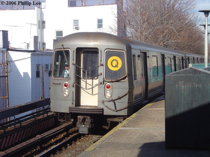 (101k, 804x603)<br><b>Country:</b> United States<br><b>City:</b> New York<br><b>System:</b> New York City Transit<br><b>Line:</b> BMT Brighton Line<br><b>Location:</b> Kings Highway <br><b>Route:</b> Q<br><b>Car:</b> R-68A (Kawasaki, 1988-1989)   <br><b>Photo by:</b> Phillip Lee<br><b>Date:</b> 12/11/2006<br><b>Viewed (this week/total):</b> 1 / 2150