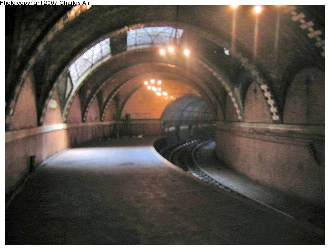 (70k, 660x500)<br><b>Country:</b> United States<br><b>City:</b> New York<br><b>System:</b> New York City Transit<br><b>Line:</b> IRT East Side Line<br><b>Location:</b> City Hall <br><b>Photo by:</b> Charles Ali<br><b>Date:</b> 7/9/2006<br><b>Viewed (this week/total):</b> 0 / 4202