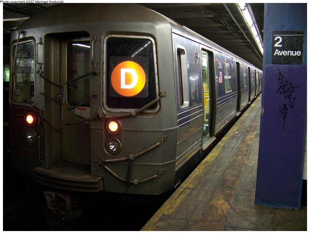 (160k, 1044x788)<br><b>Country:</b> United States<br><b>City:</b> New York<br><b>System:</b> New York City Transit<br><b>Line:</b> IND 6th Avenue Line<br><b>Location:</b> 2nd Avenue <br><b>Route:</b> D<br><b>Car:</b> R-68 (Westinghouse-Amrail, 1986-1988)  2706 <br><b>Photo by:</b> Michael Hodurski<br><b>Date:</b> 6/23/2007<br><b>Viewed (this week/total):</b> 0 / 2124