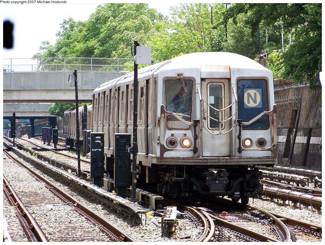 (332k, 1044x788)<br><b>Country:</b> United States<br><b>City:</b> New York<br><b>System:</b> New York City Transit<br><b>Line:</b> BMT Sea Beach Line<br><b>Location:</b> Kings Highway <br><b>Route:</b> N<br><b>Car:</b> R-40 (St. Louis, 1968)  4181 <br><b>Photo by:</b> Michael Hodurski<br><b>Date:</b> 6/22/2007<br><b>Viewed (this week/total):</b> 0 / 3008
