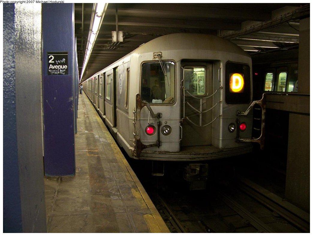 (155k, 1044x788)<br><b>Country:</b> United States<br><b>City:</b> New York<br><b>System:</b> New York City Transit<br><b>Line:</b> IND 6th Avenue Line<br><b>Location:</b> 2nd Avenue <br><b>Route:</b> D<br><b>Car:</b> R-40M (St. Louis, 1969)  4460 <br><b>Photo by:</b> Michael Hodurski<br><b>Date:</b> 6/23/2007<br><b>Viewed (this week/total):</b> 0 / 2836