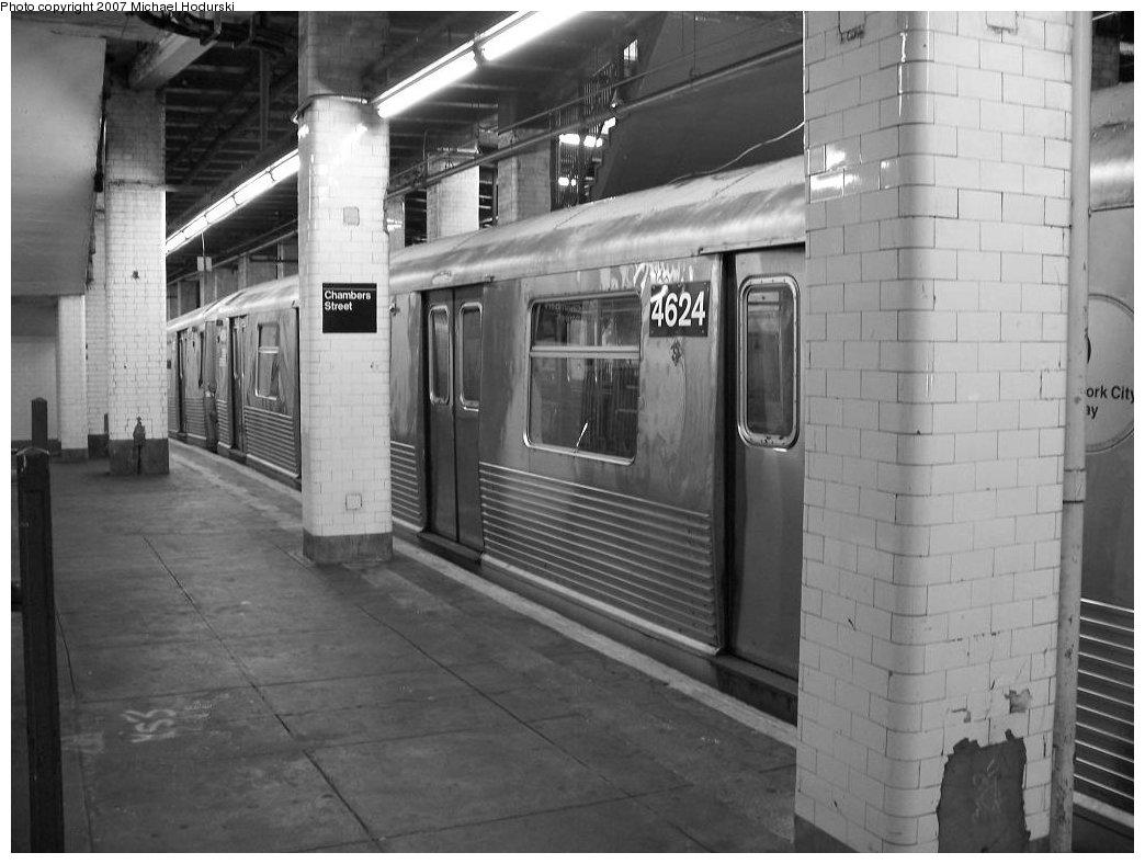 (148k, 1044x788)<br><b>Country:</b> United States<br><b>City:</b> New York<br><b>System:</b> New York City Transit<br><b>Line:</b> BMT Nassau Street/Jamaica Line<br><b>Location:</b> Chambers Street <br><b>Route:</b> J<br><b>Car:</b> R-42 (St. Louis, 1969-1970)  4624 <br><b>Photo by:</b> Michael Hodurski<br><b>Date:</b> 6/23/2007<br><b>Viewed (this week/total):</b> 1 / 2317