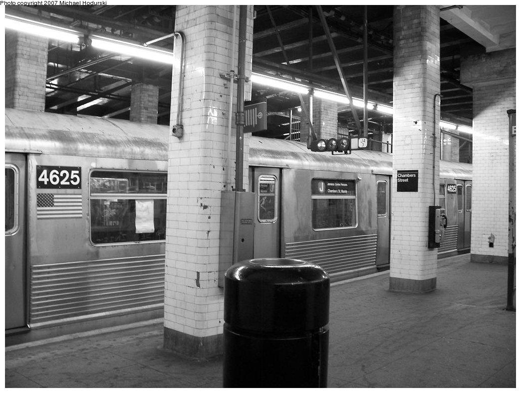 (169k, 1044x788)<br><b>Country:</b> United States<br><b>City:</b> New York<br><b>System:</b> New York City Transit<br><b>Line:</b> BMT Nassau Street/Jamaica Line<br><b>Location:</b> Chambers Street <br><b>Route:</b> J<br><b>Car:</b> R-42 (St. Louis, 1969-1970)  4625 <br><b>Photo by:</b> Michael Hodurski<br><b>Date:</b> 6/23/2007<br><b>Viewed (this week/total):</b> 0 / 2393