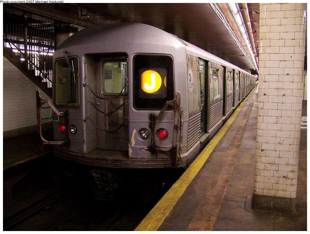 (172k, 1044x788)<br><b>Country:</b> United States<br><b>City:</b> New York<br><b>System:</b> New York City Transit<br><b>Line:</b> BMT Nassau Street/Jamaica Line<br><b>Location:</b> Chambers Street <br><b>Route:</b> J<br><b>Car:</b> R-42 (St. Louis, 1969-1970)  4642 <br><b>Photo by:</b> Michael Hodurski<br><b>Date:</b> 6/23/2007<br><b>Viewed (this week/total):</b> 1 / 2337