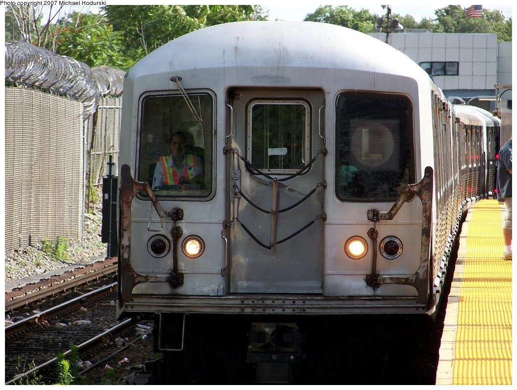 (215k, 1044x788)<br><b>Country:</b> United States<br><b>City:</b> New York<br><b>System:</b> New York City Transit<br><b>Line:</b> BMT Canarsie Line<br><b>Location:</b> East 105th Street <br><b>Route:</b> L<br><b>Car:</b> R-42 (St. Louis, 1969-1970)  4814 <br><b>Photo by:</b> Michael Hodurski<br><b>Date:</b> 6/22/2007<br><b>Viewed (this week/total):</b> 2 / 2585