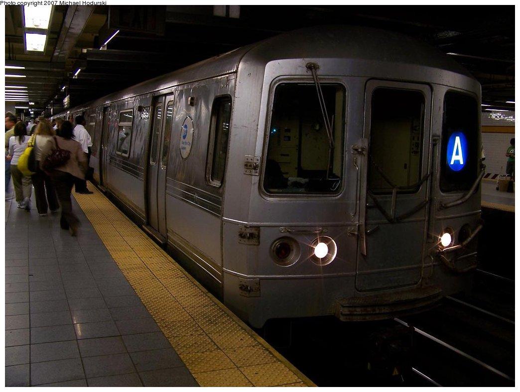 (147k, 1044x788)<br><b>Country:</b> United States<br><b>City:</b> New York<br><b>System:</b> New York City Transit<br><b>Line:</b> IND 8th Avenue Line<br><b>Location:</b> 14th Street <br><b>Route:</b> A<br><b>Car:</b> R-44 (St. Louis, 1971-73) 5452 <br><b>Photo by:</b> Michael Hodurski<br><b>Date:</b> 6/22/2007<br><b>Viewed (this week/total):</b> 1 / 3078