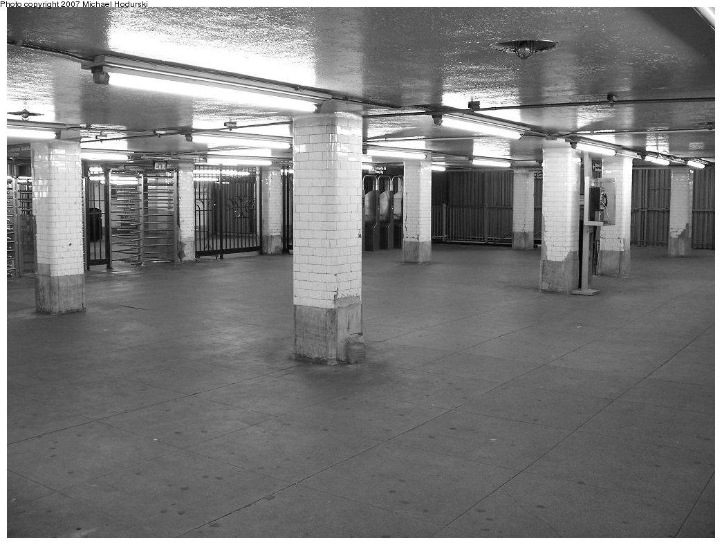 (167k, 1044x788)<br><b>Country:</b> United States<br><b>City:</b> New York<br><b>System:</b> New York City Transit<br><b>Line:</b> BMT Nassau Street/Jamaica Line<br><b>Location:</b> Chambers Street <br><b>Photo by:</b> Michael Hodurski<br><b>Date:</b> 6/23/2007<br><b>Viewed (this week/total):</b> 1 / 2605