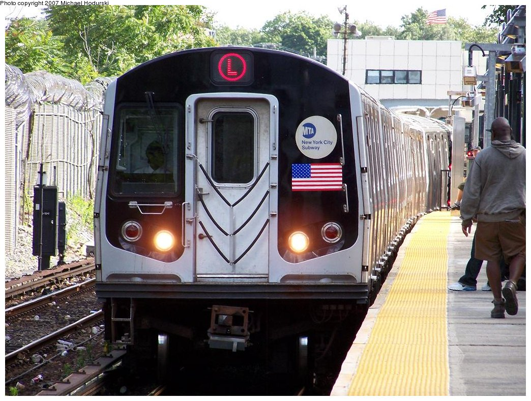 (238k, 1044x788)<br><b>Country:</b> United States<br><b>City:</b> New York<br><b>System:</b> New York City Transit<br><b>Line:</b> BMT Canarsie Line<br><b>Location:</b> East 105th Street <br><b>Route:</b> L<br><b>Car:</b> R-143 (Kawasaki, 2001-2002) 8117 <br><b>Photo by:</b> Michael Hodurski<br><b>Date:</b> 6/22/2007<br><b>Viewed (this week/total):</b> 0 / 3260