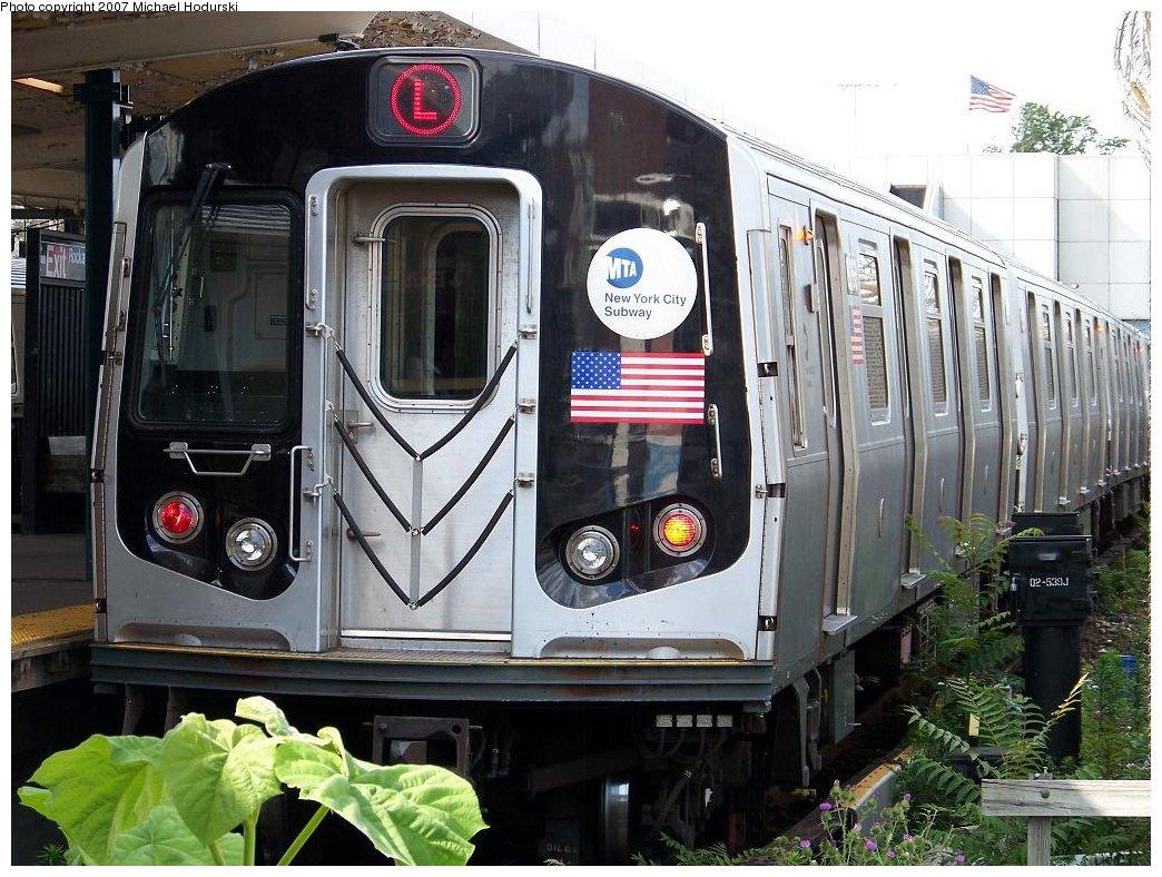(214k, 1044x788)<br><b>Country:</b> United States<br><b>City:</b> New York<br><b>System:</b> New York City Transit<br><b>Line:</b> BMT Canarsie Line<br><b>Location:</b> Broadway Junction <br><b>Route:</b> L<br><b>Car:</b> R-143 (Kawasaki, 2001-2002) 8268 <br><b>Photo by:</b> Michael Hodurski<br><b>Date:</b> 6/22/2007<br><b>Viewed (this week/total):</b> 3 / 1913
