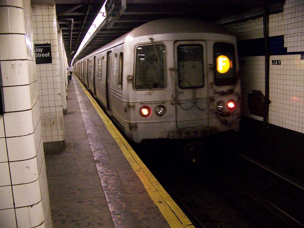 (225k, 1024x768)<br><b>Country:</b> United States<br><b>City:</b> New York<br><b>System:</b> New York City Transit<br><b>Line:</b> IND 8th Avenue Line<br><b>Location:</b> Jay St./Metrotech (Borough Hall) <br><b>Route:</b> F<br><b>Car:</b> R-46 (Pullman-Standard, 1974-75) 5538 <br><b>Photo by:</b> Andrew Johnson<br><b>Date:</b> 7/2/2007<br><b>Viewed (this week/total):</b> 2 / 2686
