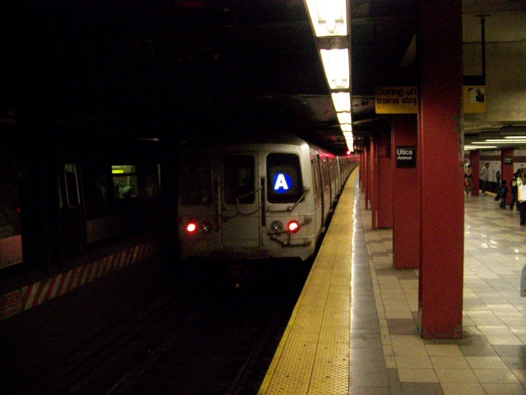 (166k, 1024x768)<br><b>Country:</b> United States<br><b>City:</b> New York<br><b>System:</b> New York City Transit<br><b>Line:</b> IND Fulton Street Line<br><b>Location:</b> Utica Avenue <br><b>Route:</b> A<br><b>Car:</b> R-44 (St. Louis, 1971-73) 5304 <br><b>Photo by:</b> Andrew Johnson<br><b>Date:</b> 7/2/2007<br><b>Viewed (this week/total):</b> 2 / 2722