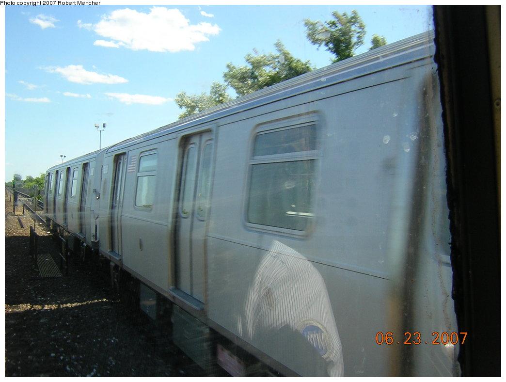 (160k, 1044x788)<br><b>Country:</b> United States<br><b>City:</b> New York<br><b>System:</b> New York City Transit<br><b>Line:</b> IND Rockaway<br><b>Location:</b> Near Broad Channel<br><b>Car:</b> R-160A/R-160B Series (Number Unknown)  <br><b>Photo by:</b> Robert Mencher<br><b>Date:</b> 6/23/2007<br><b>Notes:</b> Test track on Rockaway line near Broad Channel.<br><b>Viewed (this week/total):</b> 2 / 1799