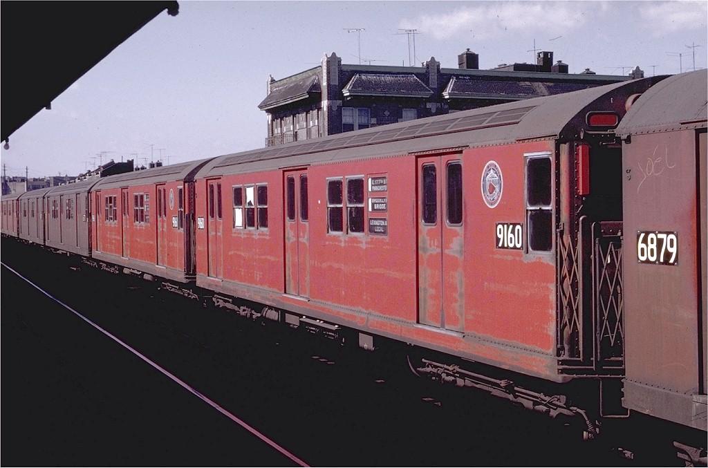 (167k, 1024x677)<br><b>Country:</b> United States<br><b>City:</b> New York<br><b>System:</b> New York City Transit<br><b>Line:</b> IRT Pelham Line<br><b>Location:</b> Elder Avenue <br><b>Route:</b> 6<br><b>Car:</b> R-33 Main Line (St. Louis, 1962-63) 9160 <br><b>Photo by:</b> Joe Testagrose<br><b>Date:</b> 10/18/1969<br><b>Viewed (this week/total):</b> 4 / 1384