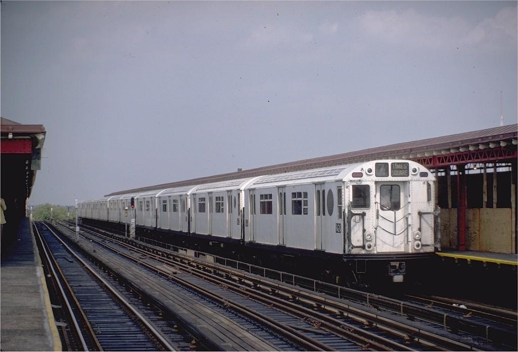 (169k, 1024x697)<br><b>Country:</b> United States<br><b>City:</b> New York<br><b>System:</b> New York City Transit<br><b>Line:</b> IRT Flushing Line<br><b>Location:</b> 52nd Street/Lincoln Avenue <br><b>Route:</b> 7<br><b>Car:</b> R-36 World's Fair (St. Louis, 1963-64) 9424 <br><b>Photo by:</b> Steve Zabel<br><b>Collection of:</b> Joe Testagrose<br><b>Date:</b> 6/5/1983<br><b>Viewed (this week/total):</b> 3 / 2539
