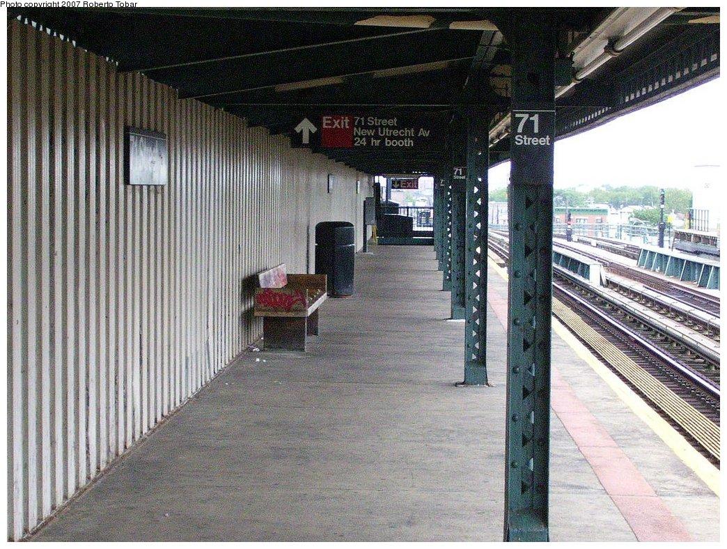 (255k, 1044x788)<br><b>Country:</b> United States<br><b>City:</b> New York<br><b>System:</b> New York City Transit<br><b>Line:</b> BMT West End Line<br><b>Location:</b> 71st Street <br><b>Photo by:</b> Roberto C. Tobar<br><b>Date:</b> 7/4/2007<br><b>Notes:</b> Platform view.<br><b>Viewed (this week/total):</b> 3 / 1412