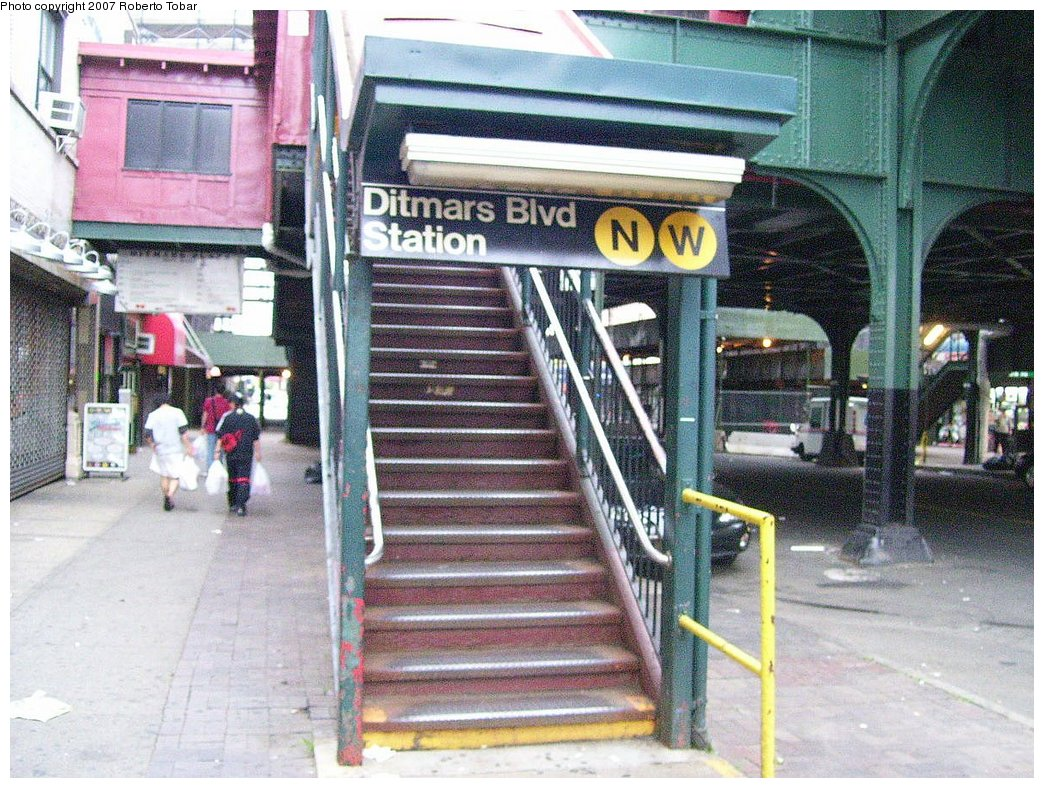 (246k, 1044x788)<br><b>Country:</b> United States<br><b>City:</b> New York<br><b>System:</b> New York City Transit<br><b>Line:</b> BMT Astoria Line<br><b>Location:</b> Ditmars Boulevard <br><b>Photo by:</b> Roberto C. Tobar<br><b>Date:</b> 7/4/2007<br><b>Notes:</b> Station entrance.<br><b>Viewed (this week/total):</b> 2 / 3669