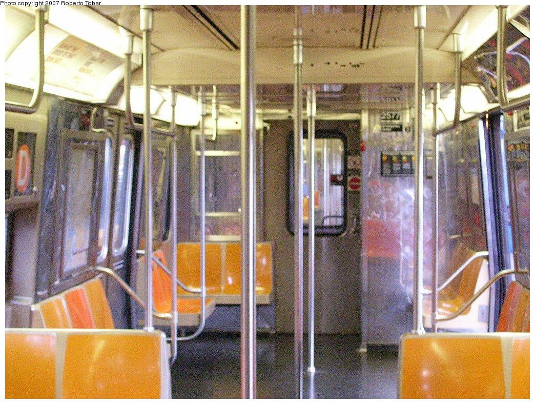 (238k, 1044x788)<br><b>Country:</b> United States<br><b>City:</b> New York<br><b>System:</b> New York City Transit<br><b>Route:</b> D<br><b>Car:</b> R-68 (Westinghouse-Amrail, 1986-1988)  2577 <br><b>Photo by:</b> Roberto C. Tobar<br><b>Date:</b> 7/4/2007<br><b>Viewed (this week/total):</b> 0 / 2549