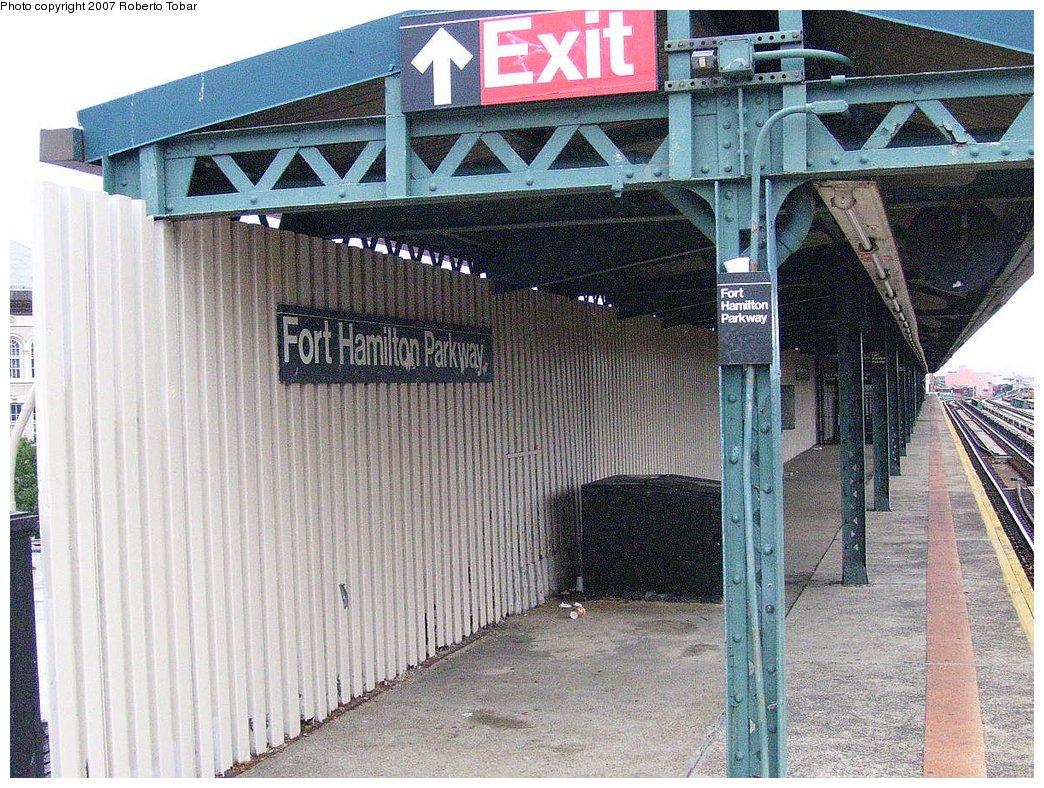 (257k, 1044x788)<br><b>Country:</b> United States<br><b>City:</b> New York<br><b>System:</b> New York City Transit<br><b>Line:</b> BMT West End Line<br><b>Location:</b> Fort Hamilton Parkway <br><b>Photo by:</b> Roberto C. Tobar<br><b>Date:</b> 7/4/2007<br><b>Notes:</b> Platform view.<br><b>Viewed (this week/total):</b> 1 / 1055