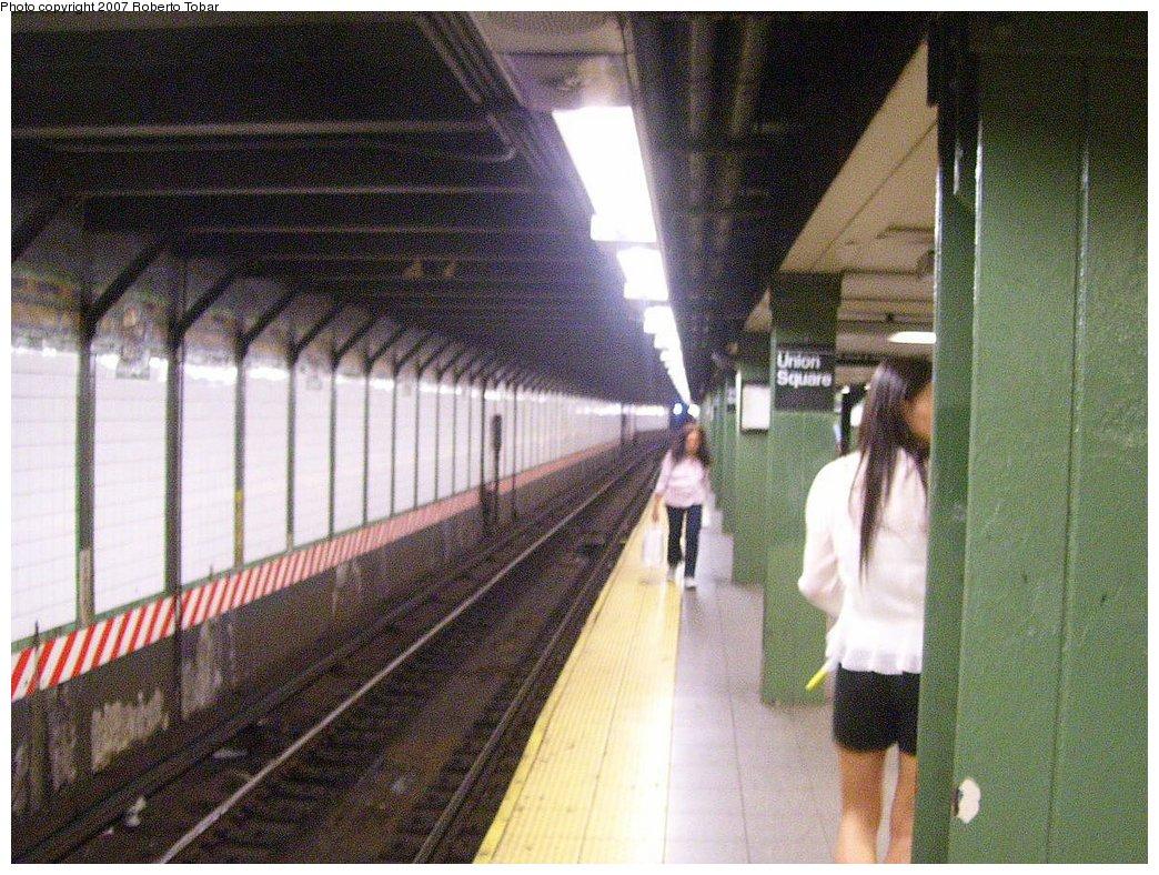(233k, 1044x788)<br><b>Country:</b> United States<br><b>City:</b> New York<br><b>System:</b> New York City Transit<br><b>Line:</b> BMT Broadway Line<br><b>Location:</b> 14th Street/Union Square <br><b>Photo by:</b> Roberto C. Tobar<br><b>Date:</b> 7/4/2007<br><b>Notes:</b> Platform view.<br><b>Viewed (this week/total):</b> 0 / 1987