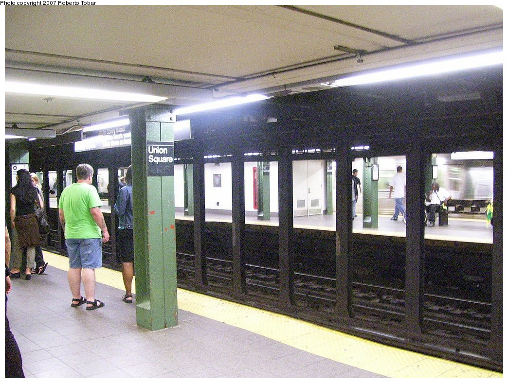 (241k, 1044x788)<br><b>Country:</b> United States<br><b>City:</b> New York<br><b>System:</b> New York City Transit<br><b>Line:</b> BMT Broadway Line<br><b>Location:</b> 14th Street/Union Square <br><b>Photo by:</b> Roberto C. Tobar<br><b>Date:</b> 7/4/2007<br><b>Notes:</b> Platform view.<br><b>Viewed (this week/total):</b> 0 / 2196