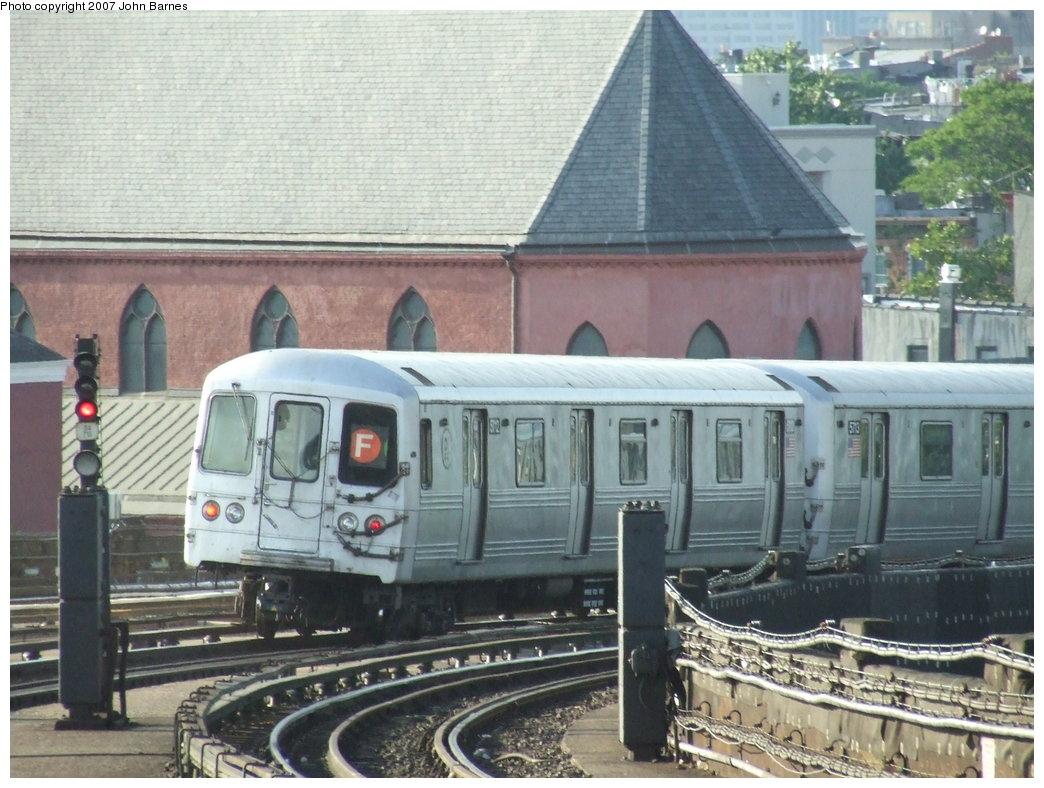 (191k, 1044x788)<br><b>Country:</b> United States<br><b>City:</b> New York<br><b>System:</b> New York City Transit<br><b>Line:</b> IND Crosstown Line<br><b>Location:</b> Smith/9th Street <br><b>Route:</b> F<br><b>Car:</b> R-46 (Pullman-Standard, 1974-75) 5712 <br><b>Photo by:</b> John Barnes<br><b>Date:</b> 6/24/2007<br><b>Viewed (this week/total):</b> 3 / 1496