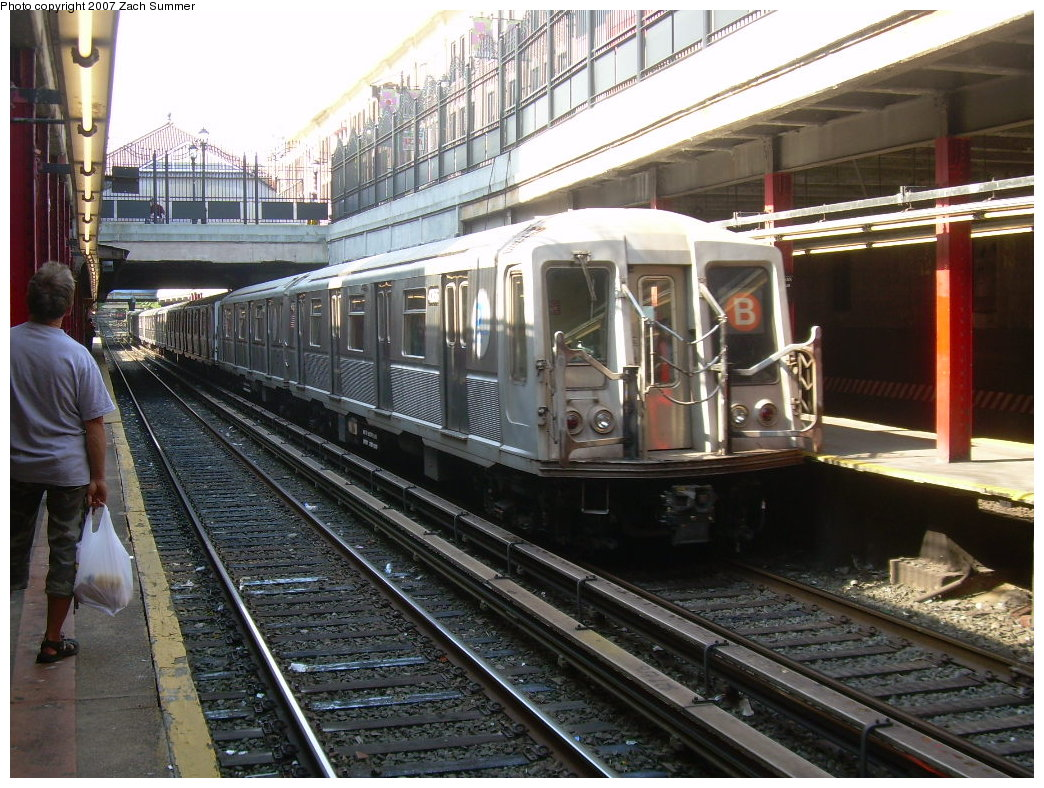 (255k, 1044x788)<br><b>Country:</b> United States<br><b>City:</b> New York<br><b>System:</b> New York City Transit<br><b>Line:</b> BMT Brighton Line<br><b>Location:</b> Newkirk Plaza (fmrly Newkirk Ave.) <br><b>Route:</b> B<br><b>Car:</b> R-40 (St. Louis, 1968)   <br><b>Photo by:</b> Zach Summer<br><b>Date:</b> 7/3/2007<br><b>Viewed (this week/total):</b> 1 / 2407