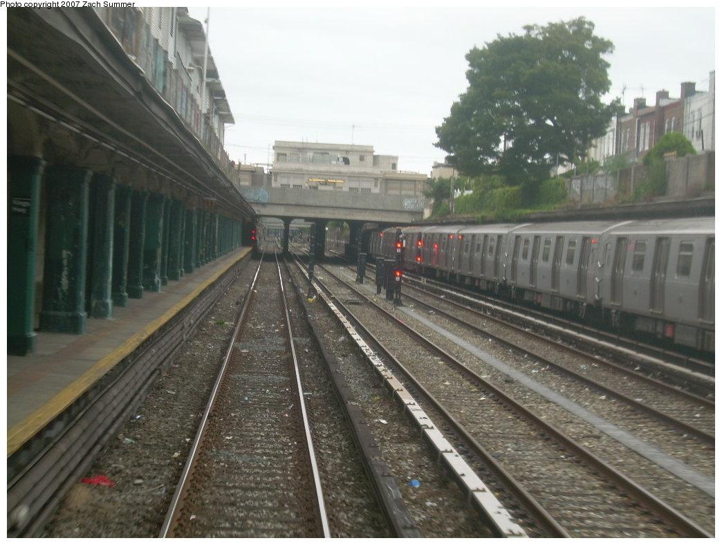 (196k, 1044x788)<br><b>Country:</b> United States<br><b>City:</b> New York<br><b>System:</b> New York City Transit<br><b>Line:</b> BMT Sea Beach Line<br><b>Location:</b> Kings Highway <br><b>Photo by:</b> Zach Summer<br><b>Date:</b> 7/4/2007<br><b>Notes:</b> Station view.<br><b>Viewed (this week/total):</b> 0 / 2333