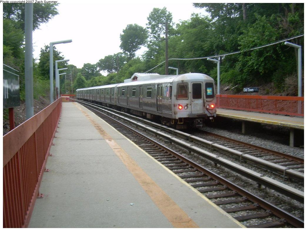 (213k, 1044x788)<br><b>Country:</b> United States<br><b>City:</b> New York<br><b>System:</b> New York City Transit<br><b>Line:</b> SIRT<br><b>Location:</b> Old Town <br><b>Car:</b> R-44 SIRT (St. Louis, 1971-1973)  <br><b>Photo by:</b> Zach Summer<br><b>Date:</b> 7/4/2007<br><b>Viewed (this week/total):</b> 1 / 2742