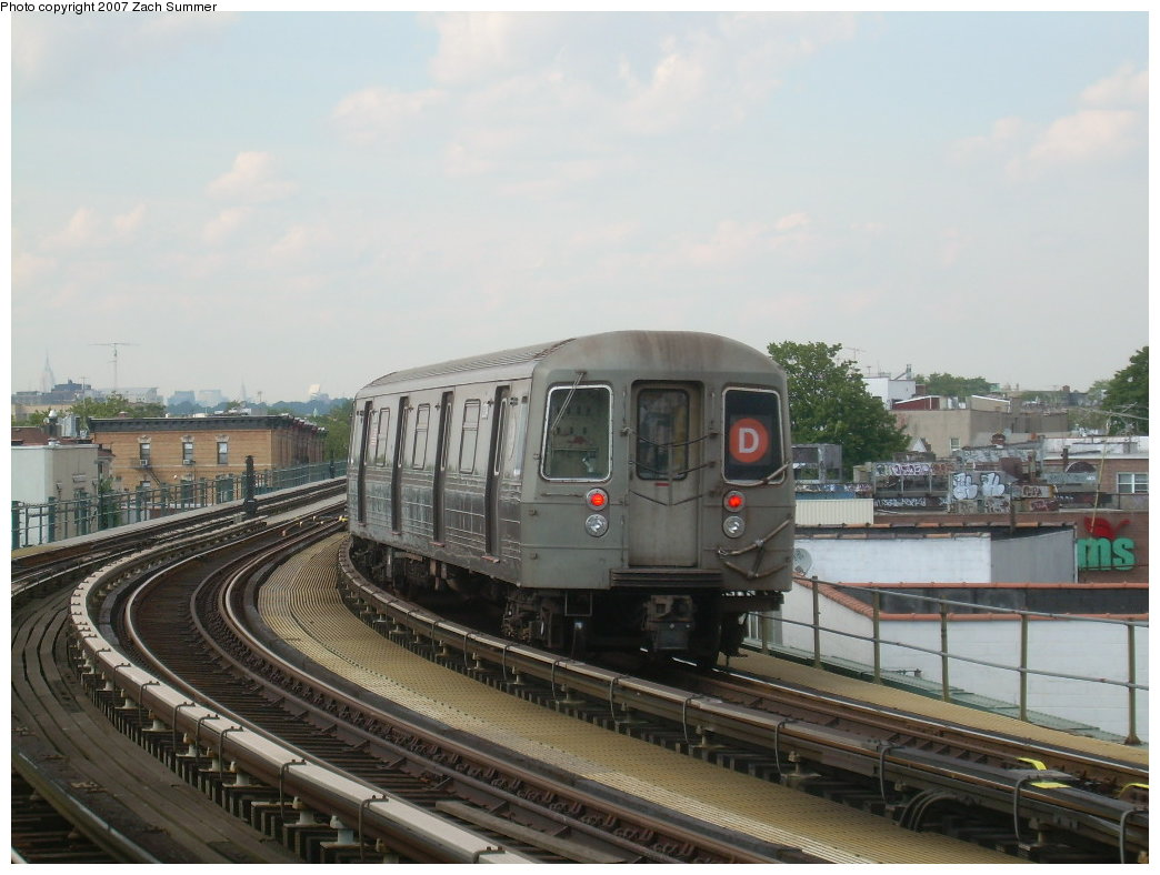 (184k, 1044x788)<br><b>Country:</b> United States<br><b>City:</b> New York<br><b>System:</b> New York City Transit<br><b>Line:</b> BMT West End Line<br><b>Location:</b> 18th Avenue <br><b>Route:</b> D<br><b>Car:</b> R-68 (Westinghouse-Amrail, 1986-1988)  2730 <br><b>Photo by:</b> Zach Summer<br><b>Date:</b> 7/7/2007<br><b>Viewed (this week/total):</b> 2 / 1957