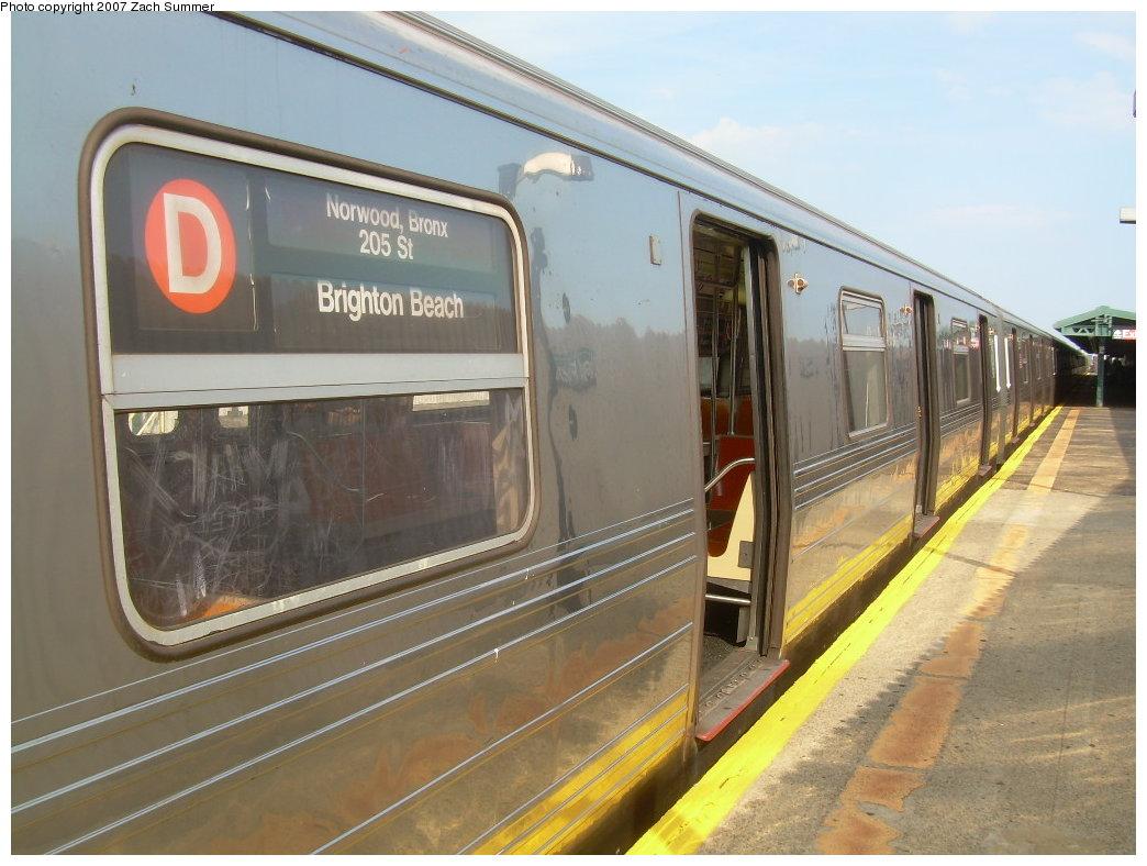 (194k, 1044x788)<br><b>Country:</b> United States<br><b>City:</b> New York<br><b>System:</b> New York City Transit<br><b>Line:</b> BMT West End Line<br><b>Location:</b> 20th Avenue <br><b>Route:</b> D<br><b>Car:</b> R-68 (Westinghouse-Amrail, 1986-1988)  2686 <br><b>Photo by:</b> Zach Summer<br><b>Date:</b> 7/7/2007<br><b>Notes:</b> With Brighton Beach dest. sign.<br><b>Viewed (this week/total):</b> 2 / 2522