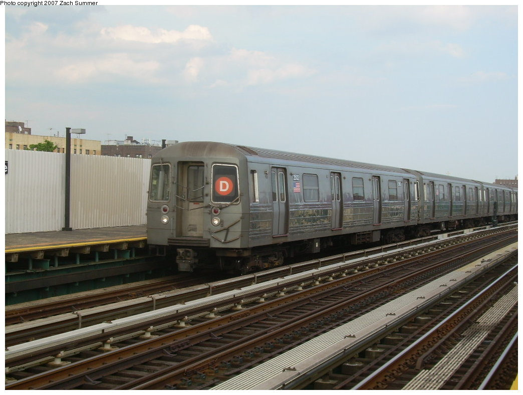 (186k, 1044x788)<br><b>Country:</b> United States<br><b>City:</b> New York<br><b>System:</b> New York City Transit<br><b>Line:</b> BMT West End Line<br><b>Location:</b> 20th Avenue <br><b>Route:</b> D<br><b>Car:</b> R-68 (Westinghouse-Amrail, 1986-1988)  2502 <br><b>Photo by:</b> Zach Summer<br><b>Date:</b> 7/7/2007<br><b>Viewed (this week/total):</b> 2 / 1483