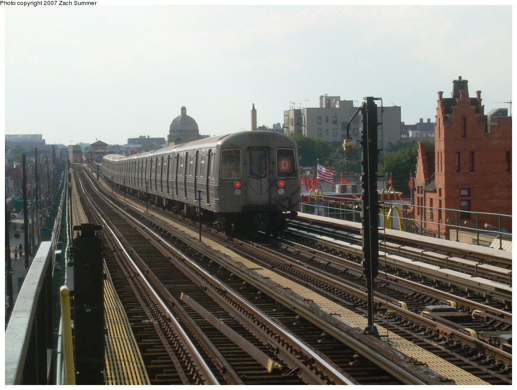 (213k, 1044x788)<br><b>Country:</b> United States<br><b>City:</b> New York<br><b>System:</b> New York City Transit<br><b>Line:</b> BMT West End Line<br><b>Location:</b> 25th Avenue <br><b>Route:</b> D<br><b>Car:</b> R-68 (Westinghouse-Amrail, 1986-1988)  2680 <br><b>Photo by:</b> Zach Summer<br><b>Date:</b> 7/7/2007<br><b>Notes:</b> Bay Parkway relay train.<br><b>Viewed (this week/total):</b> 0 / 1748