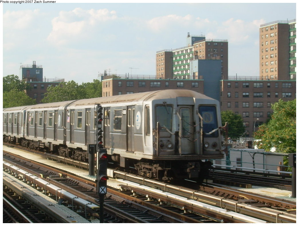 (216k, 1044x788)<br><b>Country:</b> United States<br><b>City:</b> New York<br><b>System:</b> New York City Transit<br><b>Line:</b> BMT West End Line<br><b>Location:</b> Bay 50th Street <br><b>Route:</b> N<br><b>Car:</b> R-40 (St. Louis, 1968)  4368 <br><b>Photo by:</b> Zach Summer<br><b>Date:</b> 7/7/2007<br><b>Notes:</b> N reroute over West End.<br><b>Viewed (this week/total):</b> 0 / 1801