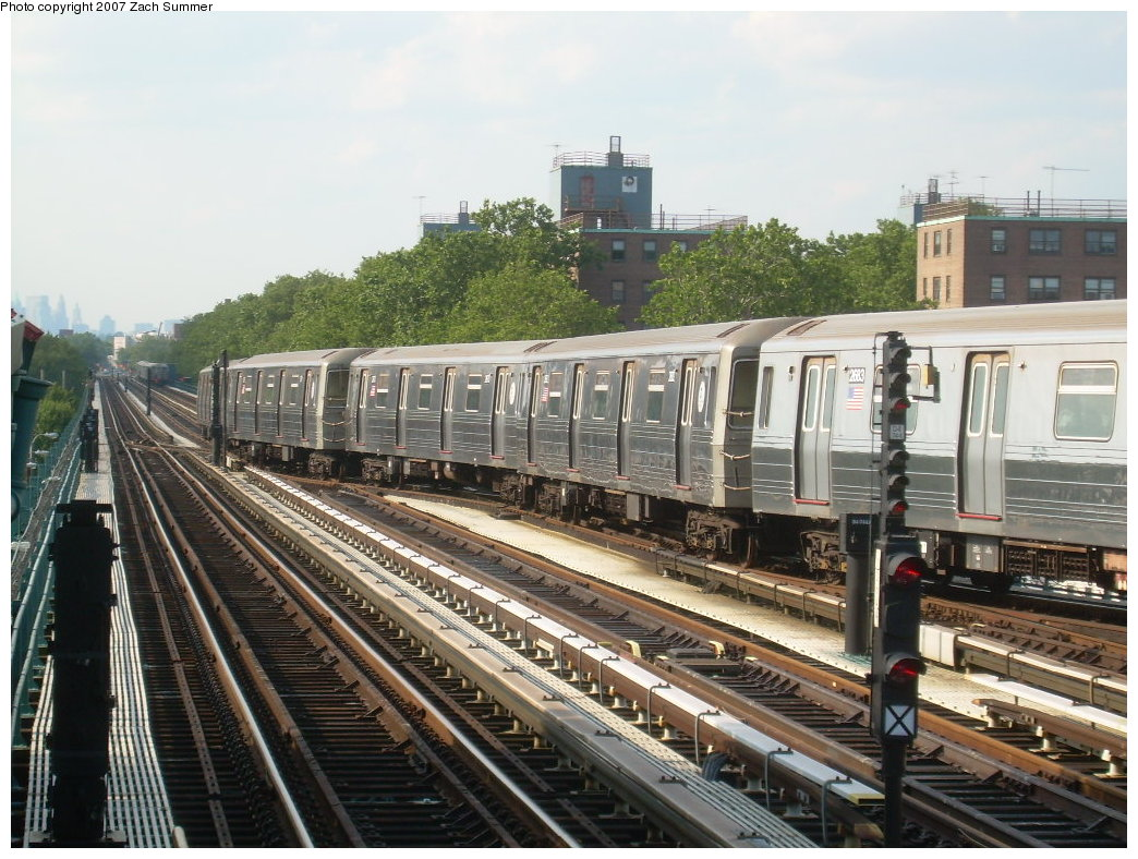 (238k, 1044x788)<br><b>Country:</b> United States<br><b>City:</b> New York<br><b>System:</b> New York City Transit<br><b>Line:</b> BMT West End Line<br><b>Location:</b> Bay 50th Street <br><b>Car:</b> R-68 (Westinghouse-Amrail, 1986-1988)  2683 <br><b>Photo by:</b> Zach Summer<br><b>Date:</b> 7/7/2007<br><b>Notes:</b> Crossing over into yard lead.<br><b>Viewed (this week/total):</b> 1 / 2344