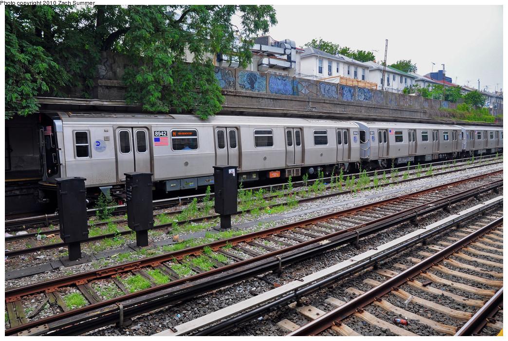 (395k, 1044x700)<br><b>Country:</b> United States<br><b>City:</b> New York<br><b>System:</b> New York City Transit<br><b>Line:</b> BMT Sea Beach Line<br><b>Location:</b> Bay Parkway (22nd Avenue) <br><b>Route:</b> N<br><b>Car:</b> R-160B (Kawasaki, 2005-2008)  8942 <br><b>Photo by:</b> Zach Summer<br><b>Date:</b> 6/27/2010<br><b>Viewed (this week/total):</b> 0 / 1261