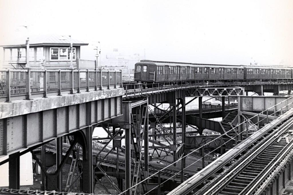 (176k, 1024x682)<br><b>Country:</b> United States<br><b>City:</b> New York<br><b>System:</b> New York City Transit<br><b>Line:</b> BMT Canarsie Line<br><b>Location:</b> Broadway Junction <br><b>Car:</b> BMT A/B-Type Standard  <br><b>Collection of:</b> George Conrad Collection<br><b>Date:</b> 3/22/1969<br><b>Viewed (this week/total):</b> 1 / 2020