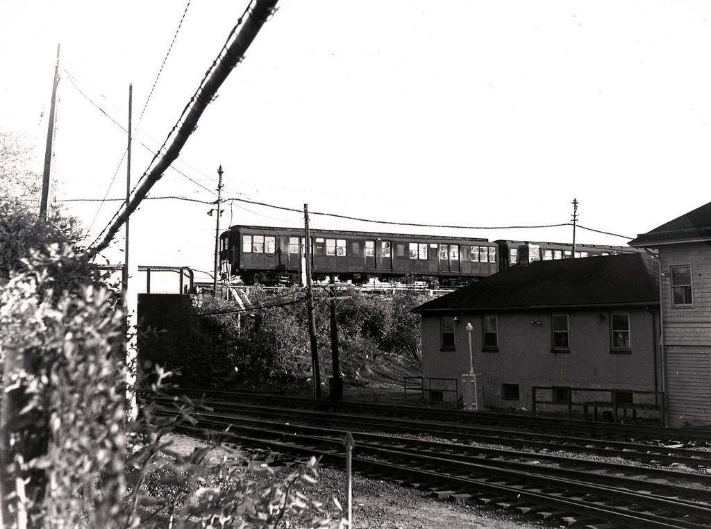 (180k, 1024x762)<br><b>Country:</b> United States<br><b>City:</b> New York<br><b>System:</b> New York City Transit<br><b>Line:</b> BMT Myrtle Avenue Line<br><b>Location:</b> Metropolitan Avenue <br><b>Car:</b> BMT A/B-Type Standard  <br><b>Collection of:</b> George Conrad Collection<br><b>Date:</b> 5/7/1968<br><b>Notes:</b> Crossing LIRR at Fresh Pond Jct.<br><b>Viewed (this week/total):</b> 0 / 2429