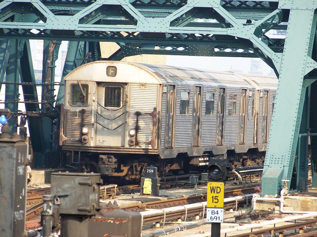 (186k, 1024x768)<br><b>Country:</b> United States<br><b>City:</b> New York<br><b>System:</b> New York City Transit<br><b>Line:</b> IND Crosstown Line<br><b>Location:</b> 4th Avenue <br><b>Route:</b> F<br><b>Car:</b> R-32 (Budd, 1964)  3559 <br><b>Photo by:</b> Michael Hodurski<br><b>Date:</b> 6/26/2007<br><b>Viewed (this week/total):</b> 0 / 2213