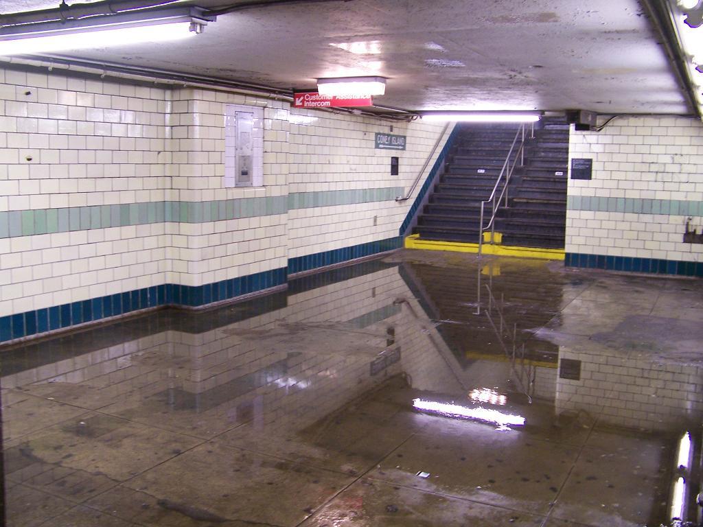 (127k, 1024x768)<br><b>Country:</b> United States<br><b>City:</b> New York<br><b>System:</b> New York City Transit<br><b>Line:</b> BMT 4th Avenue<br><b>Location:</b> 9th Street <br><b>Photo by:</b> Michael Hodurski<br><b>Date:</b> 7/5/2007<br><b>Viewed (this week/total):</b> 1 / 2879