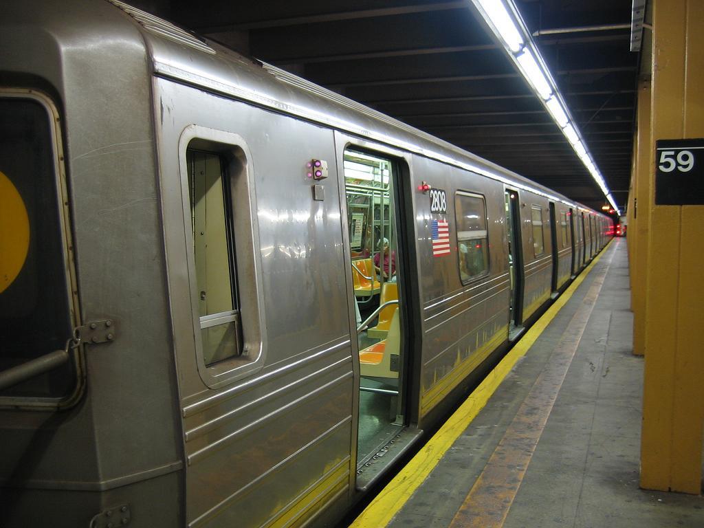 (106k, 1024x768)<br><b>Country:</b> United States<br><b>City:</b> New York<br><b>System:</b> New York City Transit<br><b>Line:</b> BMT 4th Avenue<br><b>Location:</b> 59th Street <br><b>Route:</b> N<br><b>Car:</b> R-68 (Westinghouse-Amrail, 1986-1988)  2808 <br><b>Photo by:</b> Michael Hodurski<br><b>Date:</b> 8/12/2006<br><b>Viewed (this week/total):</b> 0 / 3225