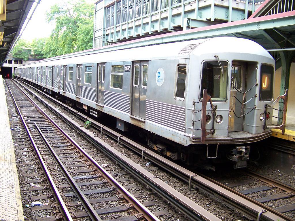 (237k, 1024x768)<br><b>Country:</b> United States<br><b>City:</b> New York<br><b>System:</b> New York City Transit<br><b>Line:</b> BMT Brighton Line<br><b>Location:</b> Prospect Park <br><b>Route:</b> J<br><b>Car:</b> R-42 (St. Louis, 1969-1970)  4695 <br><b>Photo by:</b> Michael Hodurski<br><b>Date:</b> 7/1/2007<br><b>Viewed (this week/total):</b> 0 / 2505