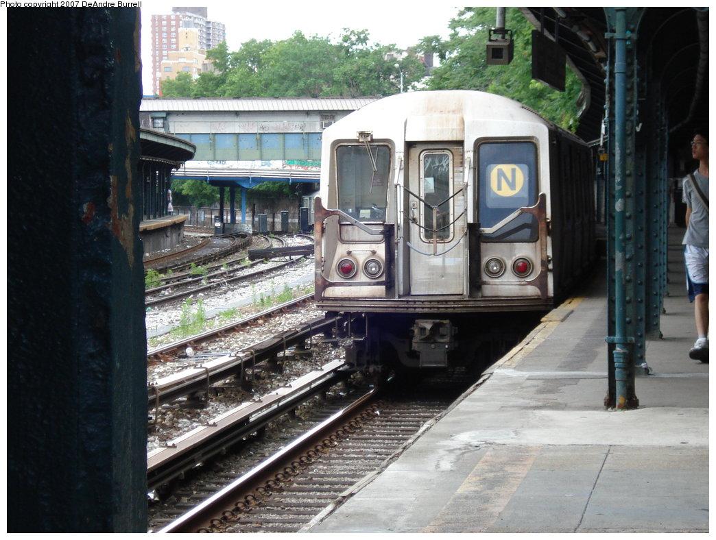 (200k, 1044x788)<br><b>Country:</b> United States<br><b>City:</b> New York<br><b>System:</b> New York City Transit<br><b>Line:</b> BMT Sea Beach Line<br><b>Location:</b> 8th Avenue <br><b>Route:</b> N<br><b>Car:</b> R-40 (St. Louis, 1968)   <br><b>Photo by:</b> DeAndre Burrell<br><b>Date:</b> 6/23/2007<br><b>Viewed (this week/total):</b> 5 / 2106