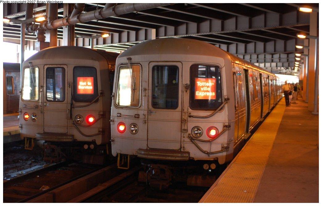 (187k, 1044x670)<br><b>Country:</b> United States<br><b>City:</b> New York<br><b>System:</b> New York City Transit<br><b>Line:</b> SIRT<br><b>Location:</b> St. George <br><b>Car:</b> R-44 SIRT (St. Louis, 1971-1973) 426 <br><b>Photo by:</b> Brian Weinberg<br><b>Date:</b> 7/12/2007<br><b>Viewed (this week/total):</b> 1 / 6287