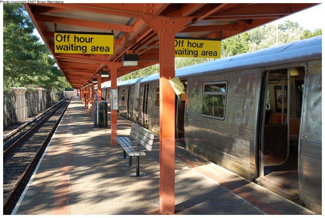 (248k, 1044x700)<br><b>Country:</b> United States<br><b>City:</b> New York<br><b>System:</b> New York City Transit<br><b>Line:</b> SIRT<br><b>Location:</b> Tottenville <br><b>Car:</b> R-44 SIRT (St. Louis, 1971-1973) 426 <br><b>Photo by:</b> Brian Weinberg<br><b>Date:</b> 7/12/2007<br><b>Viewed (this week/total):</b> 1 / 3450