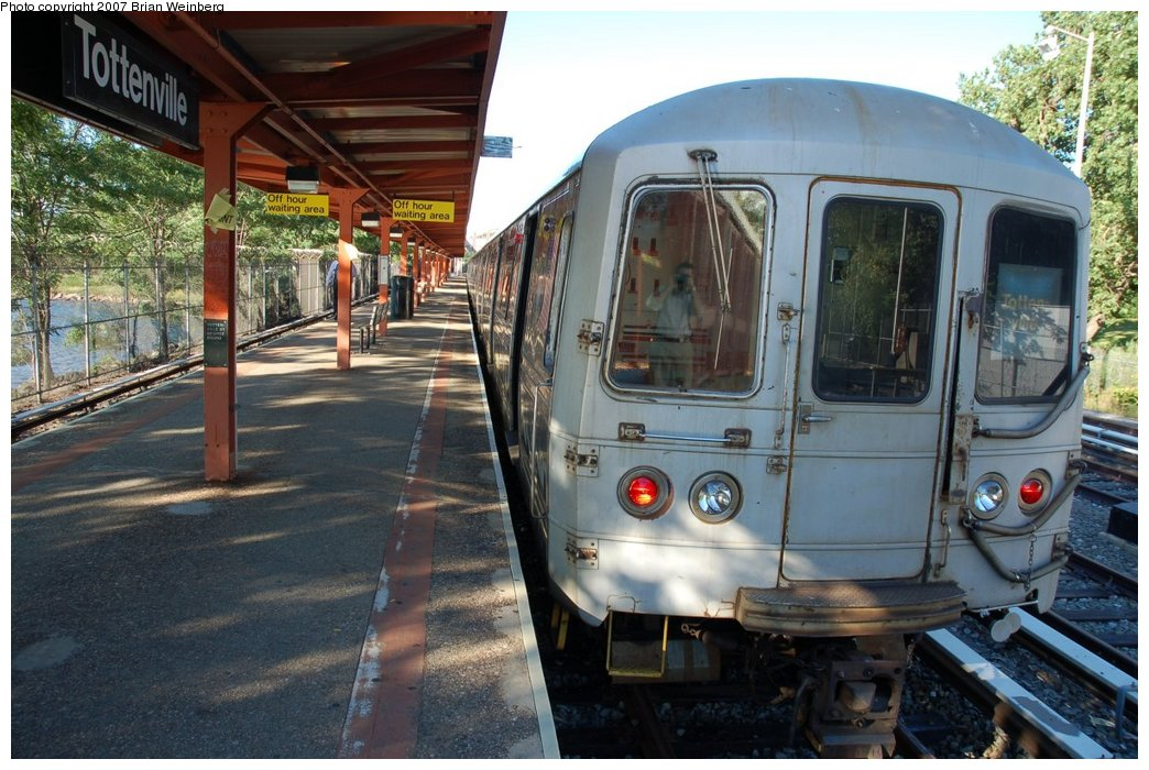 (236k, 1044x700)<br><b>Country:</b> United States<br><b>City:</b> New York<br><b>System:</b> New York City Transit<br><b>Line:</b> SIRT<br><b>Location:</b> Tottenville <br><b>Car:</b> R-44 SIRT (St. Louis, 1971-1973) 426 <br><b>Photo by:</b> Brian Weinberg<br><b>Date:</b> 7/12/2007<br><b>Viewed (this week/total):</b> 1 / 2736