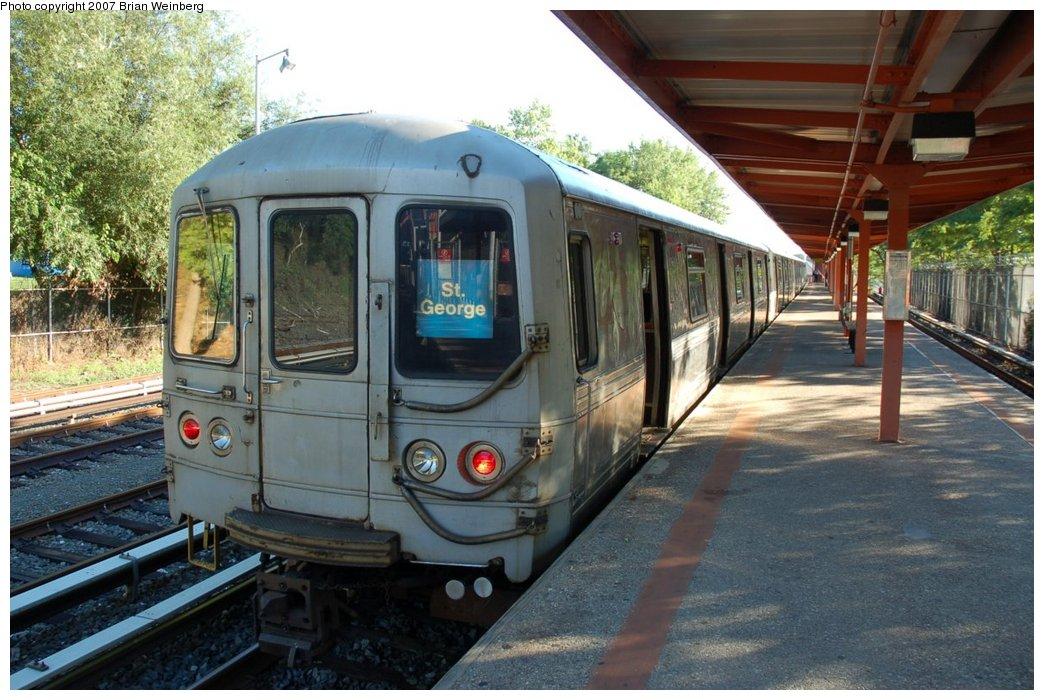 (234k, 1044x700)<br><b>Country:</b> United States<br><b>City:</b> New York<br><b>System:</b> New York City Transit<br><b>Line:</b> SIRT<br><b>Location:</b> Tottenville <br><b>Car:</b> R-44 SIRT (St. Louis, 1971-1973) 424 <br><b>Photo by:</b> Brian Weinberg<br><b>Date:</b> 7/12/2007<br><b>Viewed (this week/total):</b> 0 / 2662