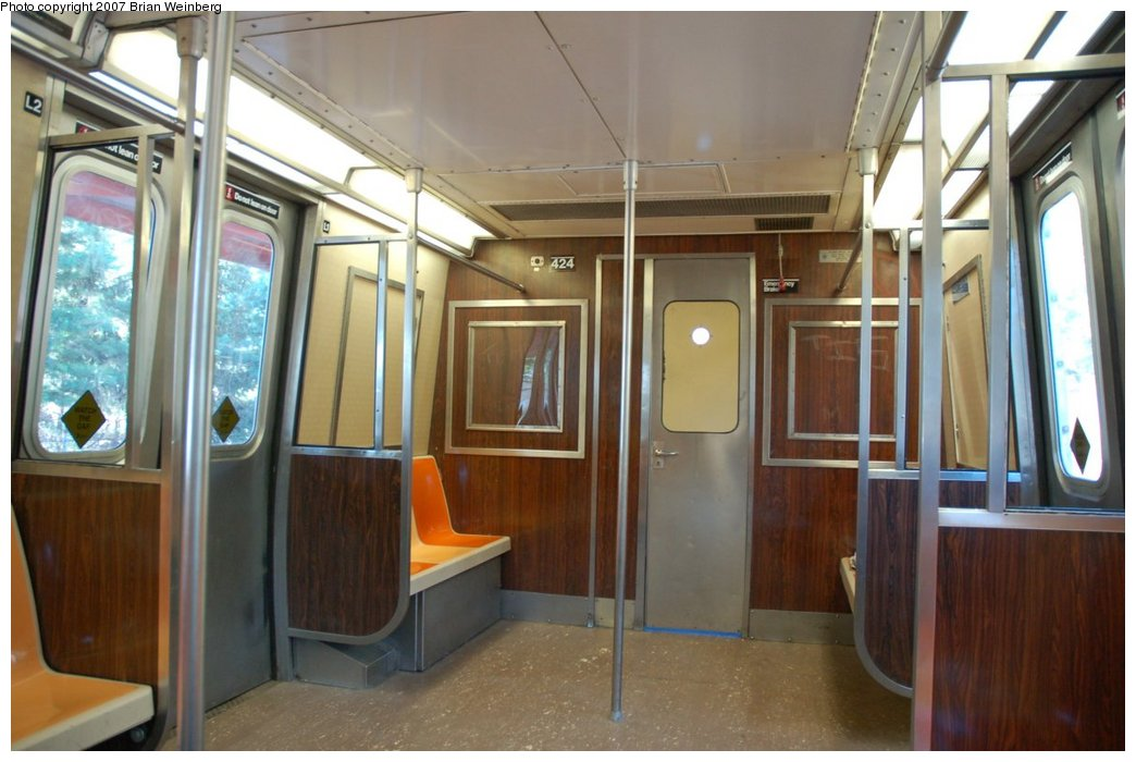 (191k, 1044x700)<br><b>Country:</b> United States<br><b>City:</b> New York<br><b>System:</b> New York City Transit<br><b>Line:</b> SIRT<br><b>Car:</b> R-44 SIRT (St. Louis, 1971-1973) 424 <br><b>Photo by:</b> Brian Weinberg<br><b>Date:</b> 7/12/2007<br><b>Viewed (this week/total):</b> 1 / 5619