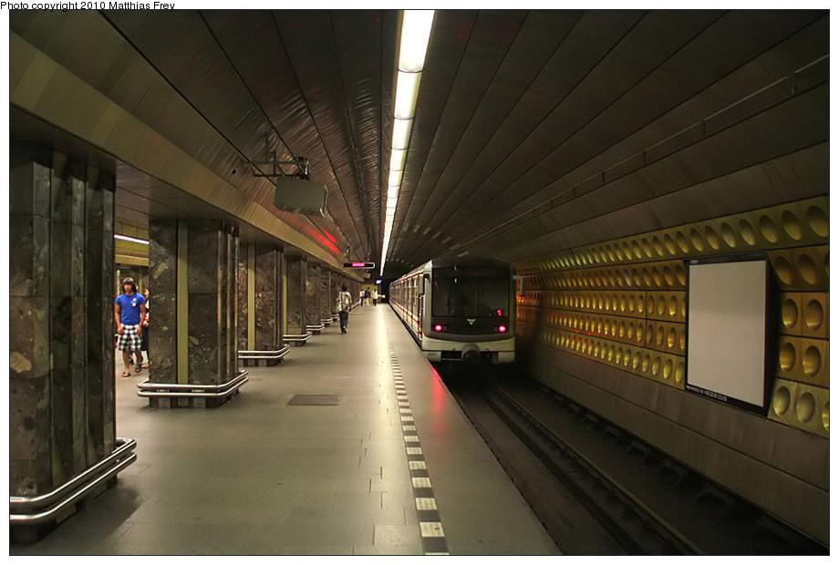 (159k, 920x620)<br><b>Country:</b> Czech Republic<br><b>City:</b> Prague<br><b>System:</b> Dopravni podnik Prahy <br><b>Line:</b> Prague Metro-A<br><b>Location:</b> Můstek <br><b>Photo by:</b> Matthias Frey<br><b>Date:</b> 8/10/2010<br><b>Viewed (this week/total):</b> 0 / 305