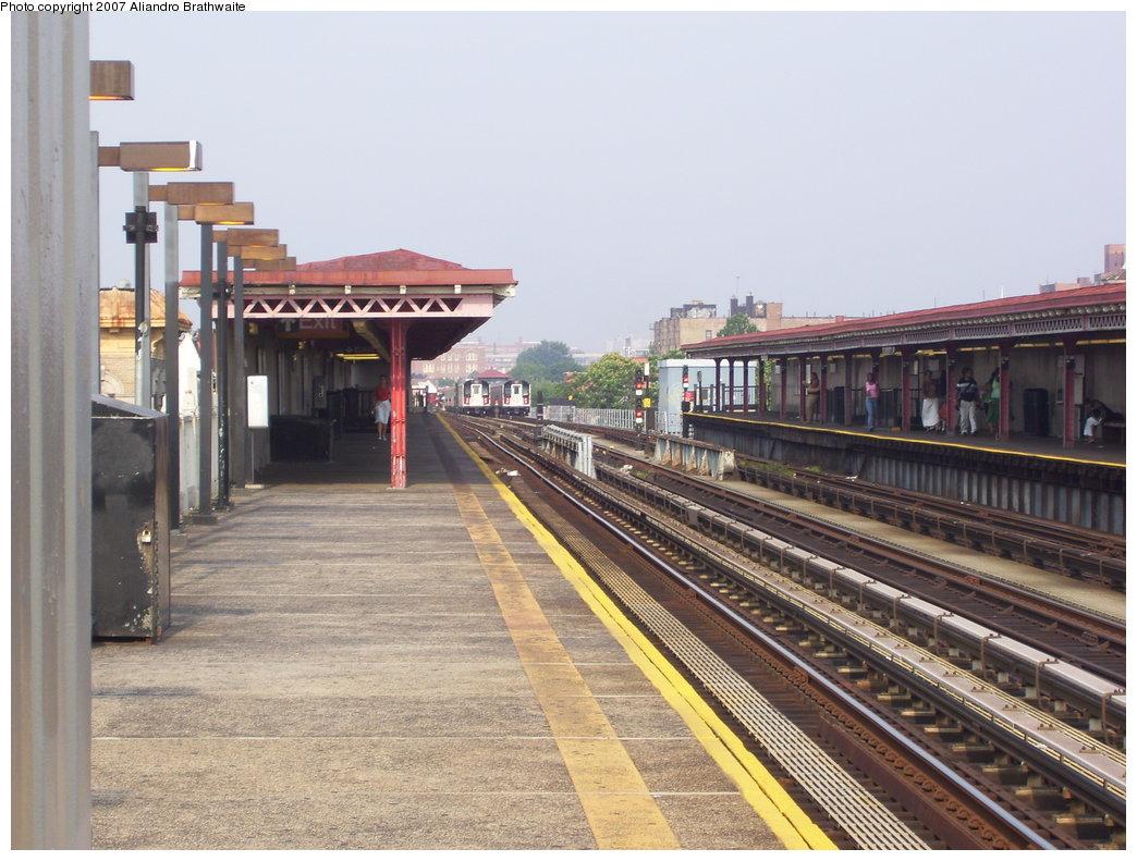 (192k, 1044x791)<br><b>Country:</b> United States<br><b>City:</b> New York<br><b>System:</b> New York City Transit<br><b>Line:</b> IRT Pelham Line<br><b>Location:</b> Castle Hill Avenue <br><b>Photo by:</b> Aliandro Brathwaite<br><b>Date:</b> 7/9/2007<br><b>Viewed (this week/total):</b> 1 / 1996