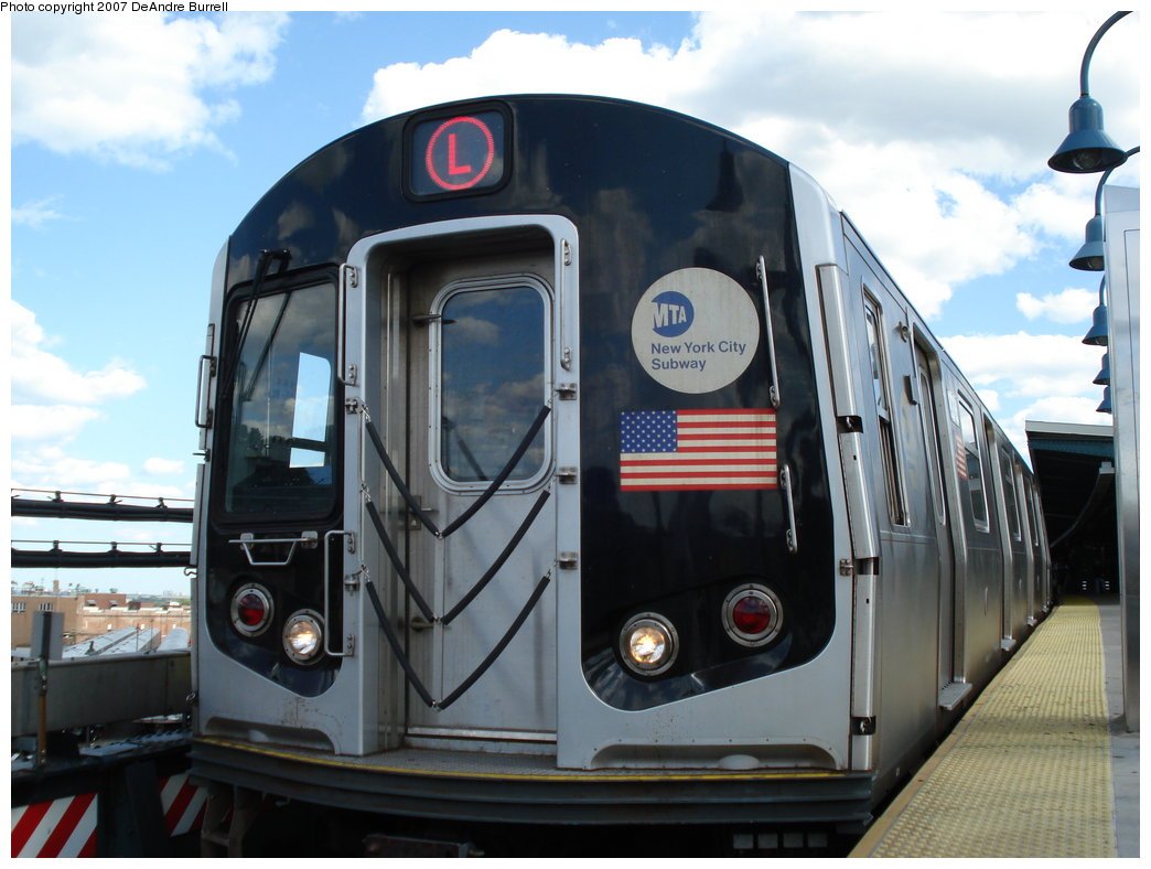 (164k, 1044x788)<br><b>Country:</b> United States<br><b>City:</b> New York<br><b>System:</b> New York City Transit<br><b>Line:</b> BMT Canarsie Line<br><b>Location:</b> Broadway Junction <br><b>Route:</b> L<br><b>Car:</b> R-143 (Kawasaki, 2001-2002)  <br><b>Photo by:</b> DeAndre Burrell<br><b>Date:</b> 6/23/2007<br><b>Viewed (this week/total):</b> 0 / 1916